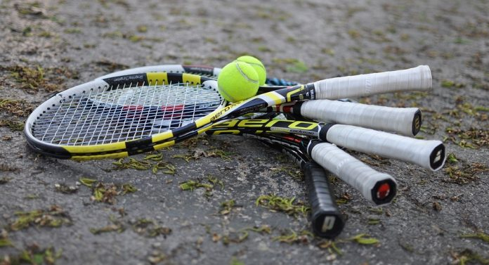 10 Best Tennis Racquets in 2019 Reviews